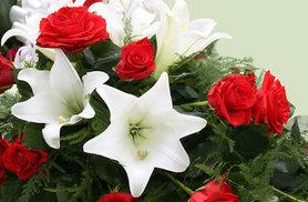 £19.99 instead of £39.99 for a lily and rose Christmas bouquet - save a blooming 50%