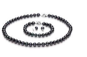 £18 instead of £182 (from Evoked Design) for a semi-baroque pearl tri set - choose from black, white and peach and save 90%