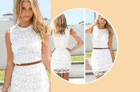 £9 instead of £29.99 (from EFMall) for a white lace daisy dress – choose from four sizes and save 70%