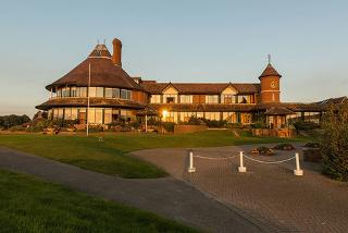 £99 for a romantic overnight stay for two with breakfast, a rhassoul mud treatment and leisure club access at the East Sussex National - save up to 61%