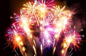 £3 for a child fireworks display ticket, £4.50 for an adult, £9 for a pair or £15 for a family of 4 at Carnfield Hall, Nottingham
