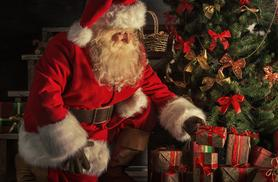 £6 for a ride on Santa's Express train for 2 inc. a mince pie and hot drink each, or £11 for 4 at Loch Lomond Shores - save up to 33%