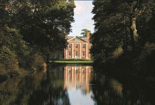£129 for a Hampshire stay (at Warbrook House) for two including a welcome platter, dinner, breakfast and late checkout - save up to 45%