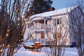 £469pp (from Newmarket Holidays) for a one-day trip to Lapland to meet Father Christmas including flights, a snowmobile ride and lunch, or pay just £150pp deposit today!