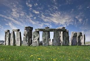 £28.50 instead of up to £57 for a Stonehenge and Bath tour with Golden Tours, London - save up to 50%
