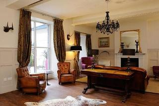 £89 for an overnight Edinburgh stay for two people including breakfast, afternoon tea, a bottle of Prosecco and late check-out at Brooks Hotel, Edinburgh - save up to 49%