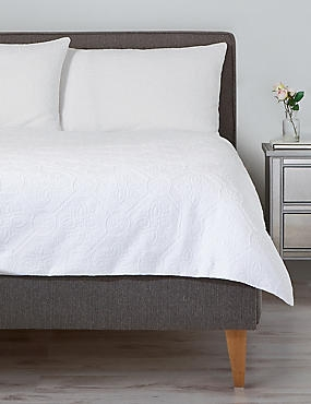 Pure Cotton Floral Matelassé Bedding Set, WHITE, catlanding